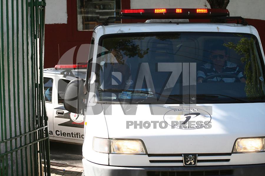 SÃO PAULO - SP - 12 DE MARÇO 2013. EXUMAÇÃO MATSUNAGA, foi exumado hoje (12) o corpo do empresário Marcio Matsunaga, estiveram presente a Adv de Elise, Dr. Roselle Soglio, o promotorJosé Carlos  Concenza, o Juiz, Dr Adilson e o Del Dr Rui Karan do DHPP.FOTO: MAURICIO CAMARGO / BRAZIL PHOTO PRESS.