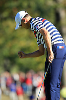 USA Team Player Zach Johnson sinks his putt on the 16th green during Sunday's Singles Matches of the 39th Ryder Cup at Medinah Country Club, Chicago, Illinois 30th September 2012 (Photo Colum Watts/www.golffile.ie)