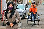 Pessoas na rua em Jiayuguan. China. 2011. Foto de Flávio Bacellar.
