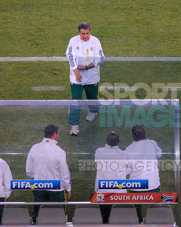 Carlos Alberto Parreira coach of South Africa turns to his bench