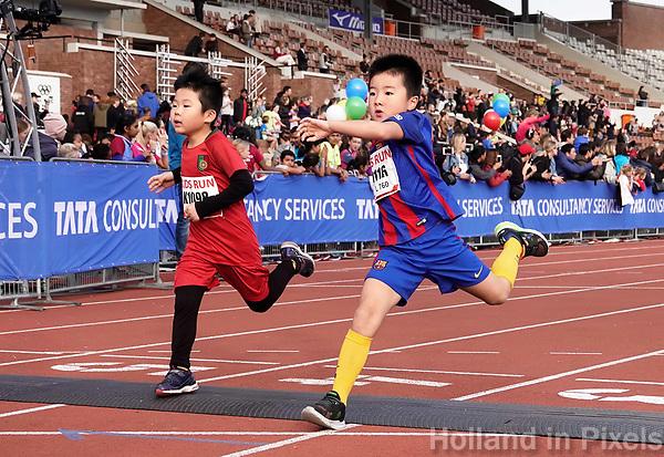 Nederland - Amsterdam - 2018. De Marathon van Amsterdam. Finish van de Kids Run in het Olympisch Stadion. Foto mag niet in negatieve / schadelijke context gepubliceerd worden.   Foto Berlinda van Dam / Hollandse Hoogte