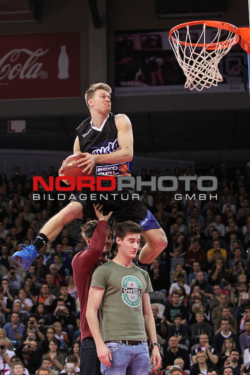 18.01.2014, Telekom Baskets Dome, Bonn, GER, BBL, Allstar Day 2014 Team National vs. Team International, im Bild<br /> Rafal Lipinski aus Polen siegt beim Dunking Contest<br /> <br /> Foto &copy; nordphoto / Mueller