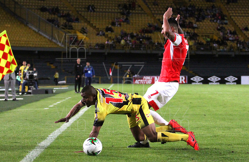 BOGOTÁ- COLOMBIA, 28-07-2019:Jefferson Duque (Der.) jugador del Independiente Santa Fe    disputa el balón contra Farid Diaz(Izq.) jugador de Alianza Perolera durante partido por la fecha 3 de la Liga Águila II  2019 jugado en el estadio Nemesio Camacho El Campín  de la ciudad de Bogotá. /Jefferson Duque (R) player of Independiente Santa Fe  fights for the ball  against of Farid Diaz (L) player of Alianza Petrolera during the match for the date 3 of the Liga Aguila II 2019 played at the Nemesio Camacho El Campin  stadium in Bogota city. Photo: VizzorImage / Felipe Caicedo / Staff