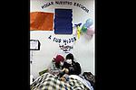 SCH04. BUIN (CHILE), 17/08/2011.- Las estudiantes Francia Garate (i) y Kamila Rubilar (d), que mantienen una huelga de hambre desde hace más de 30 días en demanda de una educación pública, gratuita y de calidad, continúan su protesta hoy, miércoles 17 de agosto de 2011, en el liceo A131 de Buin (Chile). EFE/Felipe Trueba