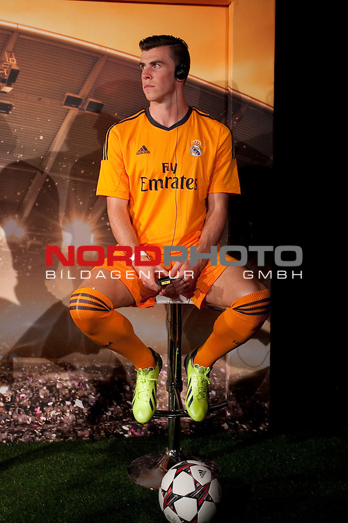 Real Madrid¬¥s Gareth Bale during the official presentation of the Adidas team¬¥s football kit for the 2013-14 Champions League season in Europe tower, Madrid. September 12, 2013. Foto © nph / Victor Blanco)