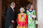 Spanish King Juan Carlos (L), Spanish Queen Sofia (R) and Mexican journalist Elena Poniatowska walk after a ceremony to present Poniatowska the 2013 Cervantes Prize Literature prize at Alcala University in Madrid, Spain. April 23, 2014. (ALTERPHOTOS/Victor Blanco)