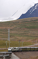 A train on the Lhasa railway crosses the Tangula Pass. At 5,072m, the pass is the highest point on the line and the highest point of any railway in the world..21 Jul 2006