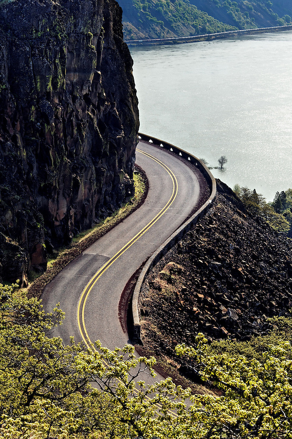 Scenic Highway 30 curves down from the Rowena Plateau, Rowena, Oregon, USA