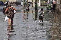 SAO PAULO, SP, 07/03/2013, CHUVA. A forte chuva que caiu sobre Sao Paulo nessa Quinta-Feira (07) deixou varios pontos de alagamentos, na foto a R. Barra do Tibagi no bairro do Bom Retiro. LUIZ GUARNIERI/ BRAZIL PHOTO PRESS.