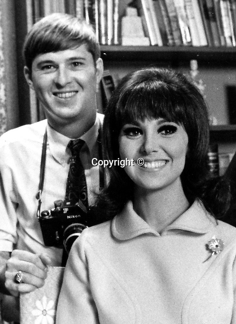 """Actress Marlo Thomas and Ron Bennett, Margaret Julia """"Marlo"""" Thomas, American Actress,  Danny Thomas father, Joey Bishop show, Bonanza, That Girl, Golden Glode, Emmy, It's a Wonderful Life, It Happened One Christmas,"""