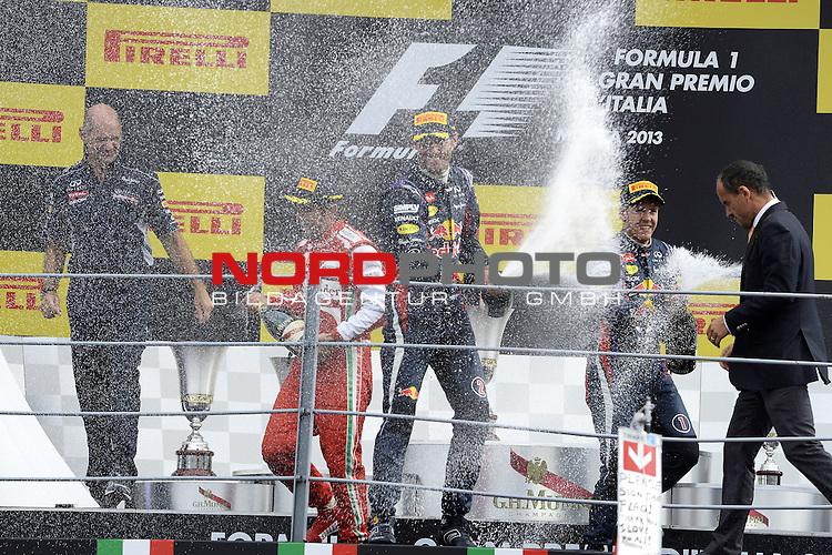 05.-08.09.2011, Autodromo Nationale, Monza, ITA, F1, Grosser Preis von Italien, Monza, im Bild Podium - Adrian Newey (GBR), Red Bull Racing (ex. McLaren), Technical Operations Director - Fernando Alonso (ESP),  Scuderia Ferrari - Mark Webber (AUS), Red Bull Racing - Sebastian Vettel (GER), Red Bull Racing <br />  Foto &copy; nph / Mathis