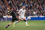 Daniel Carvajal Ramos of Real Madrid fights for the ball with Lorenzo Insigne of SSC Napoli during the match Real Madrid vs Napoli, part of the 2016-17 UEFA Champions League Round of 16 at the Santiago Bernabeu Stadium on 15 February 2017 in Madrid, Spain. Photo by Diego Gonzalez Souto / Power Sport Images
