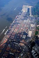 Containerhafen: EUROPA, DEUTSCHLAND, NIESDERSACHSEN, BREMERHAVEN, (EUROPE, GERMANY), 1.06.2007: Ausbau, Bau, Baustelle, Bremerhaven, Container, Containerlager, Containerschiff, Containerterminal, CT, CT4, Deutschland, Erweiterung, Europa, Export, exportieren, Fahrzeuge, Fracht, Gewaesser, Globalisierung, Gueter, Gut, Hafen, Hafenanlagen, Hafenwirtschaft, Handel, IIIa, Import, importieren, Kai, Kaimauer, Konjunktur, Ladung, Lager, lagern, Logistik, Luftaufnahme, Luftbild, Maersk, Mobilitaet, Panorama, Schiffahrt, Schifffahrt, Schiffsladung, Sealand, Seefahrt, Totale, Transport, transportieren, Ueberblick, Uebersicht, Umschlag, Verladearbeiten, Verladefahrzeuge, Verladekraene, Verladung, verschiffen, Verschiffung, Warenumschlag, Wasser, Wassertransport, Weltwirtschaft, Weser, Wesermuendung, Wirtschaft, Aufwind-Luftbilder.c o p y r i g h t : A U F W I N D - L U F T B I L D E R . de.G e r t r u d - B a e u m e r - S t i e g 1 0 2, 2 1 0 3 5 H a m b u r g , G e r m a n y P h o n e + 4 9 (0) 1 7 1 - 6 8 6 6 0 6 9 E m a i l H w e i 1 @ a o l . c o m w w w . a u f w i n d - l u f t b i l d e r . d e.K o n t o : P o s t b a n k H a m b u r g .B l z : 2 0 0 1 0 0 2 0  K o n t o : 5 8 3 6 5 7 2 0 9.C o p y r i g h t n u r f u e r j o u r n a l i s t i s c h Z w e c k e, keine P e r s o e n l i c h ke i t s r e c h t e v o r h a n d e n, V e r o e f f e n t l i c h u n g n u r m i t H o n o r a r n a c h M F M, N a m e n s n e n n u n g u n d B e l e g e x e m p l a r !.