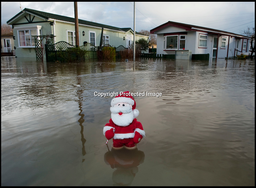 BNPS.co.uk (01202 558833)<br /> Pic: PhilYeomans/BNPS<br /> <br /> Xmas cancelled...<br /> <br /> The River Stour at Christchurch, Dorset, broke its banks last night causing the Iford Bridge Home Park to be evacuated as 3 feet of flood water swept through.