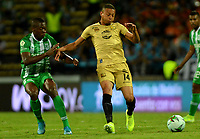 MEDELLÍN-COLOMBIA, 13-10-2019: Helibelton Palacios de Atlético Nacional y Anthony Uribe de Rionegro Águilas Doradas disputan el balón, durante partido de la fecha 17 entre Atlético Nacional y Rionegro Águilas Doradas, por la Liga Águila II 20117, jugado en el estadio Atanasio Girardot de la ciudad de Medellín. / Yerson Candelo of Atletico Nacional and Anthony Uribe of Rionegro Águilas Doradas figth for the ball, during a match of the 17th date between Atletico Nacional and Rionegro Aguilas Doradas, for the Aguila Leguaje II 20117 played at the Atanasio Girardot Stadium in Medellin city. / Photo: VizzorImage / León Monsalve / Cont.