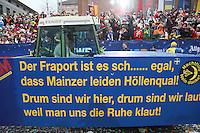 """Fluglärmgegner der """"Aktion für ein lebenswertes Mainz"""" mit ihrem Motivwagen - Rosenmontagsumzug in Mainz"""