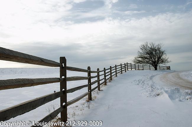snow,up ny,fence