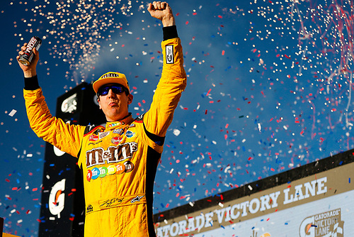 #18: Kyle Busch, Joe Gibbs Racing, Toyota Camry M&M's celebrates
