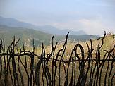Traditioneller Zaun in der Region Shpati. / A traditional fence in the Shpati region..