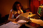 'OXFORD UNIVERSITY' 1995, GERMAN STUDENT TARA SPIELHAGEN IN HER ROOMS WORKING, 1995