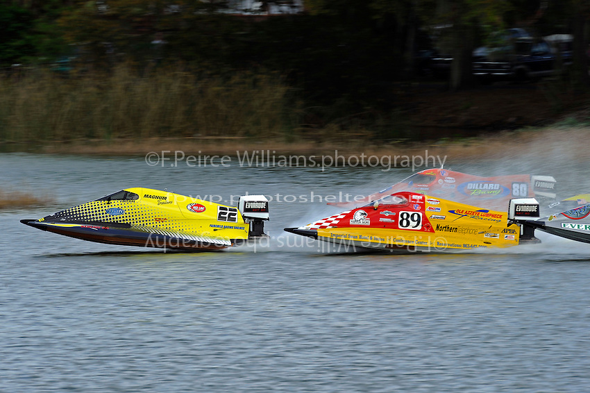 Roddy Foreman (#22) leads Bill Mastro, (#89) and Brent Dillard, (#80) away from the start dock. (SST-60)