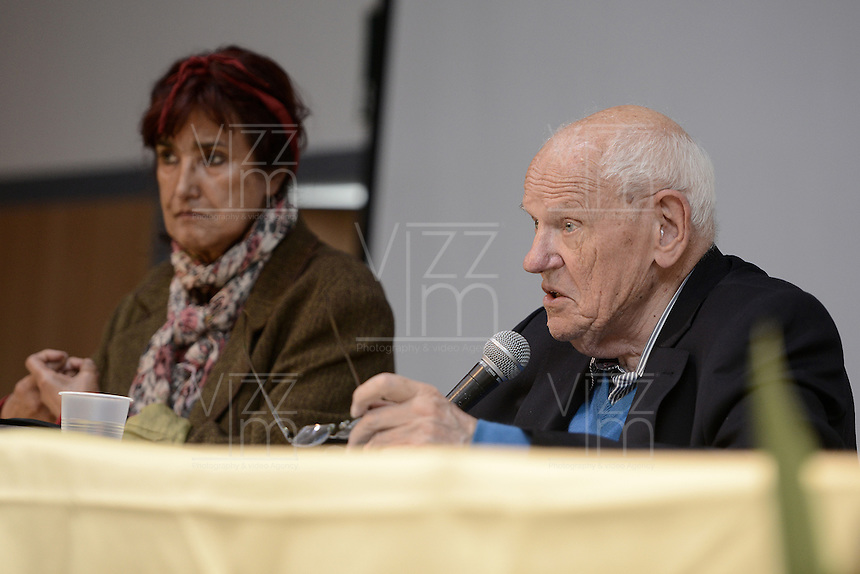"BOGOTÁ -COLOMBIA. 10-10-2014. Francois Houtart, sociologo, interviene durante el encuentro por la ""Dignidad de las Víctimas del Genocidio contra La UP"" realizado hoy, 10 de octuber de 2014, en la ciudad de Bogotá./ Francois Houtart, sociologist, in his speech during the meeting for the ""Dignity of Victims of Genocide against The UP"" took place today, October 10 2014, at Bogota city. Photo: Reiniciar /VizzorImage/ Gabriel Aponte<br />