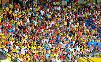 FLORIDABLANCA -COLOMBIA, 14-02-2015: Seguidores de Alianza Petrolera e Independiente Santa Fe observan el encuentro por la fecha 4 de la Liga Aguila I 2015 disputado en el estadio Alvaro Gómez Hurtado de la ciudad de Floridablanca./ Supporters of Alianza Petrolera and Independiente Santa Fe watch the match for the 4th date of the Aguila League I 2015 played at Alvaro Gomez Hurtado stadium in Floridablanca city Photo:VizzorImage / Jose Martinez / Cont