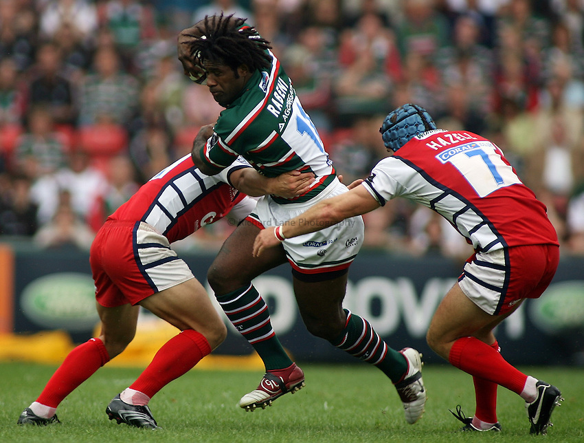 Photo: Paul Thomas..Leicester Tigers v Gloucester Rugby. Guinness Premiership. 16/09/2006...Leicester's Seru Rabeni (C) tries to cut through Anthony Allen (L) and Andy Hazell of Gloucester.