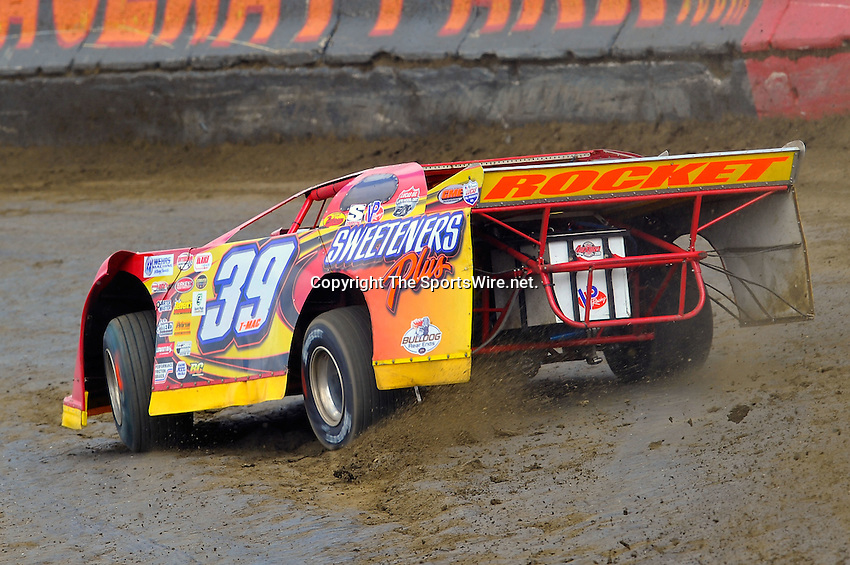 Feb 06, 2010; 1:15:37 PM; Gibsonton, FL., USA; The Lucas Oil Dirt Late Model Racing Series running The 34th Annual Dart WinterNationals at East Bay Raceway Park.  Mandatory Credit: (thesportswire.net)