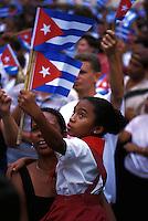 2000.03.13 En pike i vifter med cubanske flagg under en markering for revolusjonshelter og Elian Gonzalez  (6-åring som drev i land i Florida). Havana, Cuba. © Fredrik Naumann / Samfoto   <1000055342 : DIAS : CUBA : POLITIKK OG FORVALTNING : 8.........>  25,7 MB TIF 17.04.00 16:37