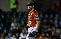 Barry Enrigth pitcher inicial de naranjeros festeja un tiro para sacar out en primera base, durante juego de beisbol de la Liga Mexicana del Pacifico temporada 2017 2018. Quinto juego de la serie de playoffs entre Mayos de Navojoa vs Naranjeros. 6Enero2018. (Foto: Luis Gutierrez /NortePhoto.com)