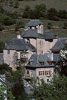 Europe/France/Midi-Pyrénées/12/Aveyron/Vallée du Lot/Env d'Estaing : Le monastère