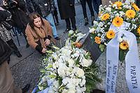 """11. Todestag von Hatun Sueruecue.<br /> Am Sonntag den 7. Februar 2016 wurde in Berlin-Templehof der am 7.2.2005 ermordeten Deutsch-Kurdin Hatun Sueruecue gedacht. Die 21jaehrige Frau wurde von ihrer Familie ermordet, weil sie sich nicht an die """"traditionellen"""" Werte gehalten hat, eine Ausbildung zur Elektroinstallatoerin gemacht hat und mit ihrem unehelichen Kind ein selbstbestimmtes Leben fuehren wollte.<br /> Der Mord wurde in Abstimmung mit der Familie von ihren Bruedern durchgefuehrt, als Taeter wurde der damals minderjaehriger Bruder vorgeschickt. Zwei Brueder fluechteten in die Tuerkei und stehen dort aktuell wegen dem Mord  vor Gericht. Allerdings wurde der Prozess schon am ersten Prozesstag vertagt.<br /> Im Bild: Buergermeisterin und Senatorin fuer Arbeit, Integration und Frauen Dilek Kolat gedenkt der Ermordeten.<br /> 7.2.2016, Berlin<br /> Copyright: Christian-Ditsch.de<br /> [Inhaltsveraendernde Manipulation des Fotos nur nach ausdruecklicher Genehmigung des Fotografen. Vereinbarungen ueber Abtretung von Persoenlichkeitsrechten/Model Release der abgebildeten Person/Personen liegen nicht vor. NO MODEL RELEASE! Nur fuer Redaktionelle Zwecke. Don't publish without copyright Christian-Ditsch.de, Veroeffentlichung nur mit Fotografennennung, sowie gegen Honorar, MwSt. und Beleg. Konto: I N G - D i B a, IBAN DE58500105175400192269, BIC INGDDEFFXXX, Kontakt: post@christian-ditsch.de<br /> Bei der Bearbeitung der Dateiinformationen darf die Urheberkennzeichnung in den EXIF- und  IPTC-Daten nicht entfernt werden, diese sind in digitalen Medien nach §95c UrhG rechtlich geschuetzt. Der Urhebervermerk wird gemaess §13 UrhG verlangt.]"""