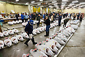 Tsukiji wholesale food market holds final New Year auction before relocation