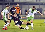 2015-10-31 /voetbal / seizoen 2015 - 2016 / Dessel Sport - KSK Heist / Een pittig duel om de bal tussen Bart Webers (m) (Heist) en Nicolas Rommens (r) (Dessel Sport). Links volgt Wolke Janssens (Dessel Sport) het spel van dichtbij