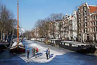 Schaatsen op de Brouwersgracht in Amsterdam