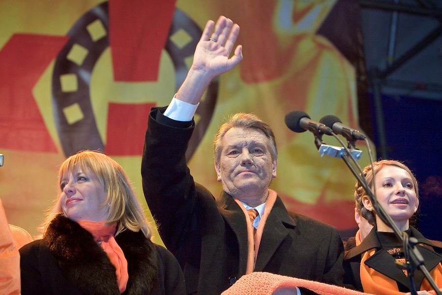 Kiev, Ukraine, 27/12/2004..The third and final round of Ukraine's disputed Presidential election. Viktor Yushchenko surrounded by election workers as he addresses supporters in Maiden Square in the early hours as early results make clear he has won the Presidency.