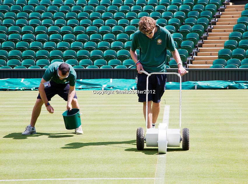 20-06-12, England, London, Wimbledon, Tennis, Het Centercourt word in gereed gemaakt.