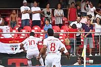 SÃO PAULO,SP,31 MARÇO 2013 - CAMPEONATO PAULISTA - SÃO PAULO x CORINTHIANS - Jadson (10) jogador do São Paulo comemora gol  durante partida São Paulo x Corinthians válida pela 16º rodada do Campeonato Paulista no Estádio Cicero Pompeu de Toledo (Morumbi) na tarde deste domingo (31). FOTO ALE VIANNA - BRAZIL PHOTO PRESS.