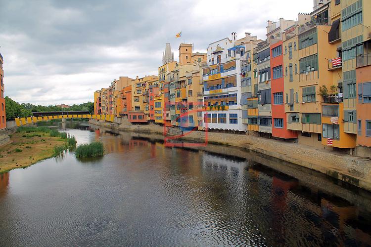 Girona Temps de Flors.<br /> 62a Exposicio de Flors, Monuments, Patis i Jardins.<br /> Pont d'en Gomez i les cases de l'Onyar.