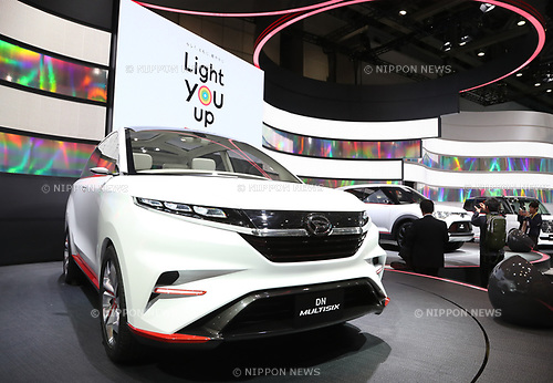 "October 25, 2017, Tokyo, Japan -  Japanese automaker Daihatsu displays the company's concept six-seater minivan ""DN Multisix"" at a press preview at the 45th Tokyo motor Show in Tokyo on Tuesday, October 25, 2017. Tokyo Motor Show will start from October 27 through November 5.   (Photo by Yoshio Tsunoda/AFLO) LWX -ytd-"