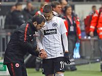 Mijat Gacinovic (Eintracht Frankfurt) wird an der Hand behandelt - 26.01.2018: Eintracht Frankfurt vs. Borussia Moenchengladbach, Commerzbank Arena