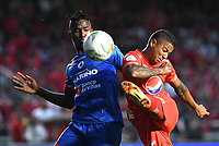 CALI-COLOMBIA, 01-06-2019: Yesus Cabrera de América de Cali y José Ortiz de Deportivo Pasto, disputan el balón, durante partido entre América de Cali y Deportivo Pasto, de la fecha 5 de los cuadrangulares semifinales por la Liga Águila I 2019 jugado en el estadio Pascual Guerrero de la ciudad de Cali. / Yesus Cabrera of America de Cali and Jose Ortiz of Deportivo Pasto, fight for the ball, during a match between America de Cali and Deportivo Pasto, of the 5th date of the semifinals quarters for the Aguila Leguaje I 2019 at the Pascual Guerrero stadium in Cali city. Photo: VizzorImage / Nelson Ríos / Cont.