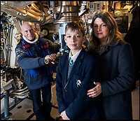 Families join hunt for lost WW2 submarine.