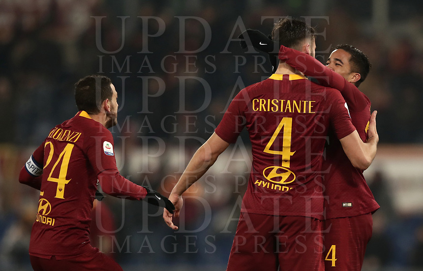 Football, Serie A: AS Roma - Genoa, Olympic stadium, Rome, December 16, 2018. <br /> Roma&rsquo;s Bryan Cristante (c) celebrates after scoring with his teammates during the Italian Serie A football match between Roma and Genoa at Rome's Olympic stadium, on December 16, 2018.<br /> UPDATE IMAGES PRESS/Isabella Bonotto