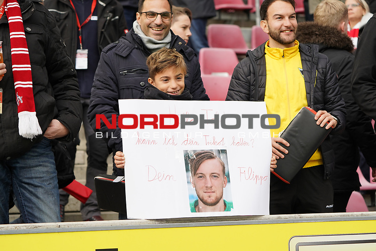 01.12.2018, RheinEnergieStadion, Koeln, GER, 2. FBL, 1.FC Koeln vs. SpVgg Greuther Fürth,<br />  <br /> DFL regulations prohibit any use of photographs as image sequences and/or quasi-video<br /> <br /> im Bild / picture shows: <br /> Fans, freundlich, Stimmung, farbenfroh, Nationalfarbe, geschminkt, Emotionen, Fürther <br /> <br /> Foto © nordphoto / Meuter