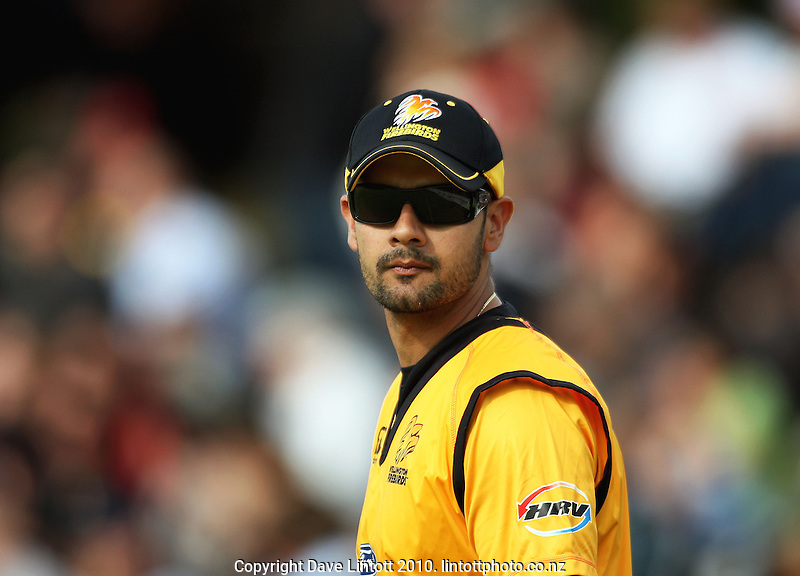 Wellington's English international Owais Shah during the HRV Cup Twenty20 cricket match between the Wellington Firebirds and Canterbury Wizards at Allied Nationwide Finance Basin Reserve, Wellington, New Zealand on Wednesday, 6 January 2010. Photo: Dave Lintott / lintottphoto.co.nz