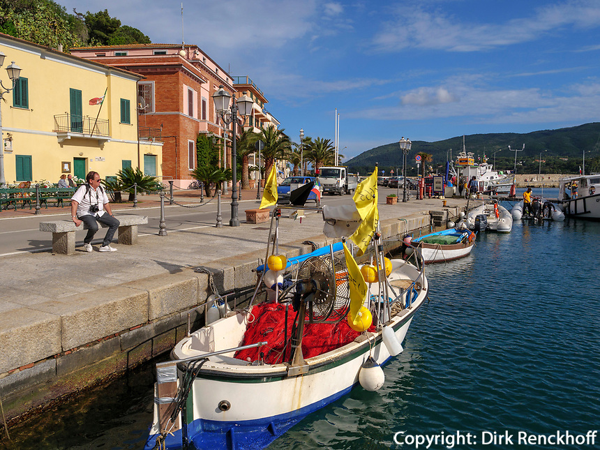 Fischerboot, Hafen von Porto Azzurro, Elba, Region Toskana, Provinz Livorno, Italien, Europa<br /> fishing boat, port of  Porto Azzurro, Elba, Region Tuscany, Province Livorno, Italy, Europe
