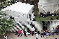 Oaxaca de Ju&aacute;rez, Oax. 26/10/2015.- Este lunes, integrantes de la secci&oacute;n 22 del Sindicato Nacional de Trabajadores de la Educaci&oacute;n (SNTE), efectuaron como actividad acordada durante su asamblea estatal, el acordonamiento de las instalaciones del Instituto Estatal de Educaci&oacute;n P&uacute;blica de Oaxaca (IEEPO), por lo que durante este acto de protesta, elementos de seguridad resguardaron el interior de la dependencia gubernamental.<br /> <br /> Cabe destacar que dentro de las principales demandas durante esta manifestaci&oacute;n magisterial, estuvieron: la exigencia de una mesa de negociaci&oacute;n con el gobierno, respuestas inmediatas al pliego petitorio, respeto a los derechos de los trabajadores de la educaci&oacute;n, y el rechazo a la imposici&oacute;n del decreto de la desaparici&oacute;n del IEEPO.