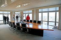 Nederland  Amsterdam  - 2017 . 5de editie Open Toren Dag. 28 historische en hedendaagse torens openen hun deuren.  De Rembrandt Toren (  Rembrandt Tower ). Een unieke vergaderlocatie op het hoogste punt van Amsterdam. Op de 32e verdieping van de Rembrandt Toren bevindt zich de Rembrandt Tower Boardroom.    Foto Berlinda van Dam / Hollandse Hoogte